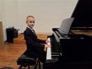 17 pianistów w muzycznej sali (13)