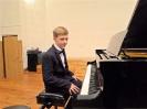 17 pianistów w muzycznej sali (14)